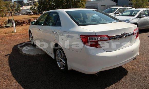 Buy Used Toyota Camry White Car in Nadi in Western