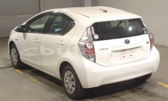 Buy Used Toyota Aqua White Car in Nadi in Western