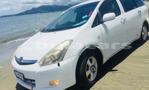 Buy Used Toyota Wish White Car in Nadi in Western