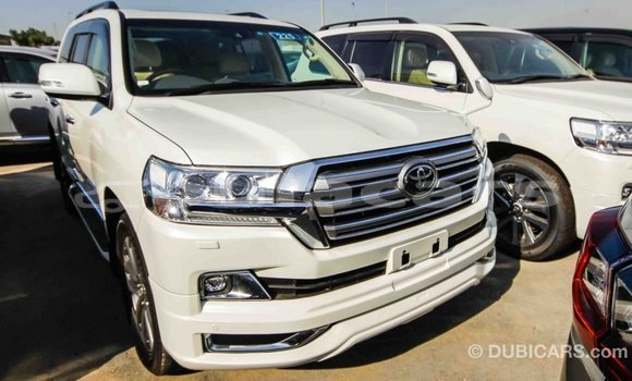 Buy Import Toyota Land Cruiser White Car in Import - Dubai in Central