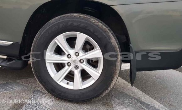 Buy Import Toyota Highlander Green Car in Import - Dubai in Central