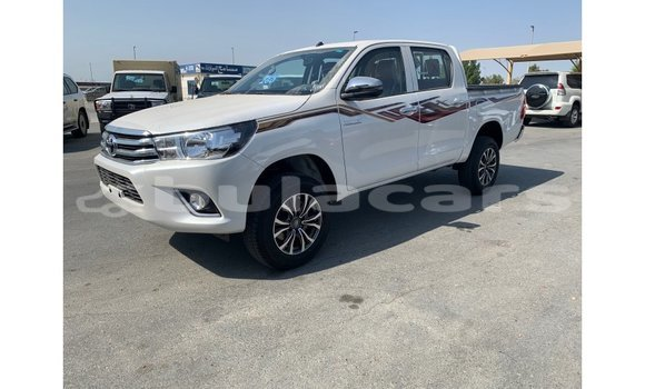 Medium with watermark toyota hilux central import dubai 5507