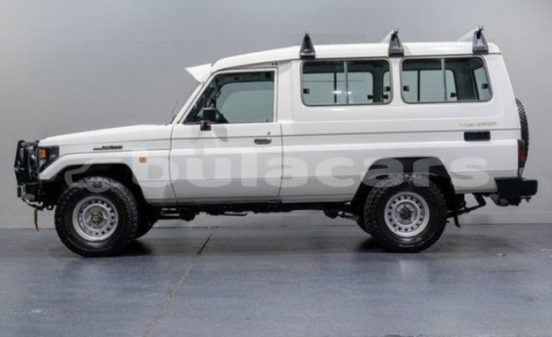 Big with watermark toyota land cruiser central import dubai 5509