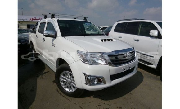 Medium with watermark toyota hilux central import dubai 6881