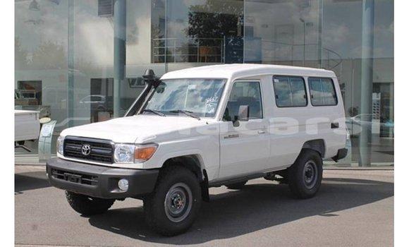 Medium with watermark toyota land cruiser central import dubai 6990