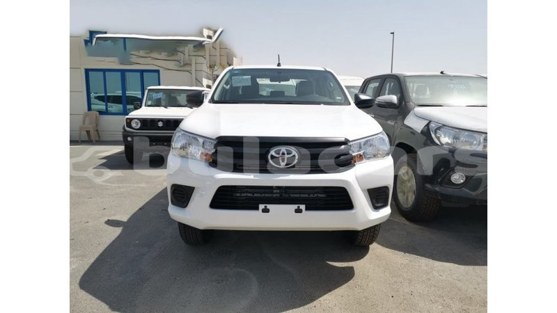 Big with watermark toyota hilux central import dubai 7105