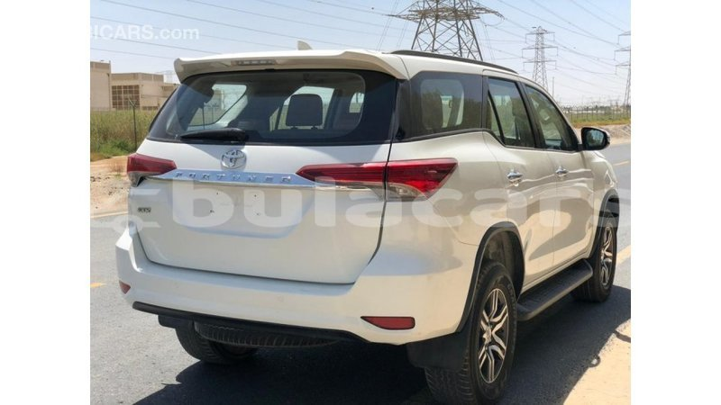 Big with watermark toyota fortuner central import dubai 7799