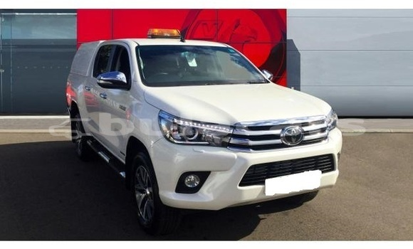Buy Used Toyota Hilux White Car in Nasasa in Northern