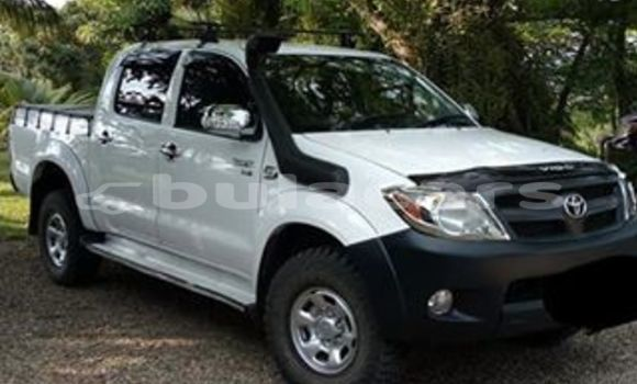 Buy Used Toyota Hilux White Car in Navua in Central